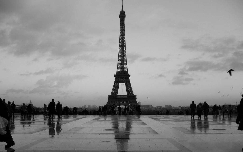 eiffel-tower-paris-monochrome